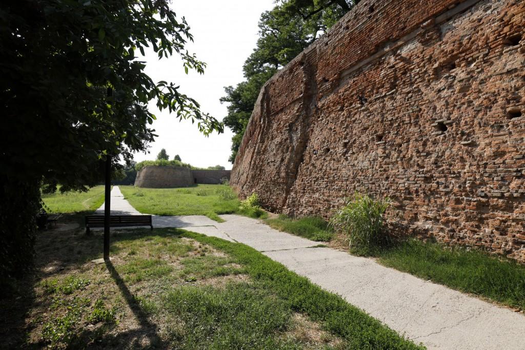 Borso d'Este's 'new walls'