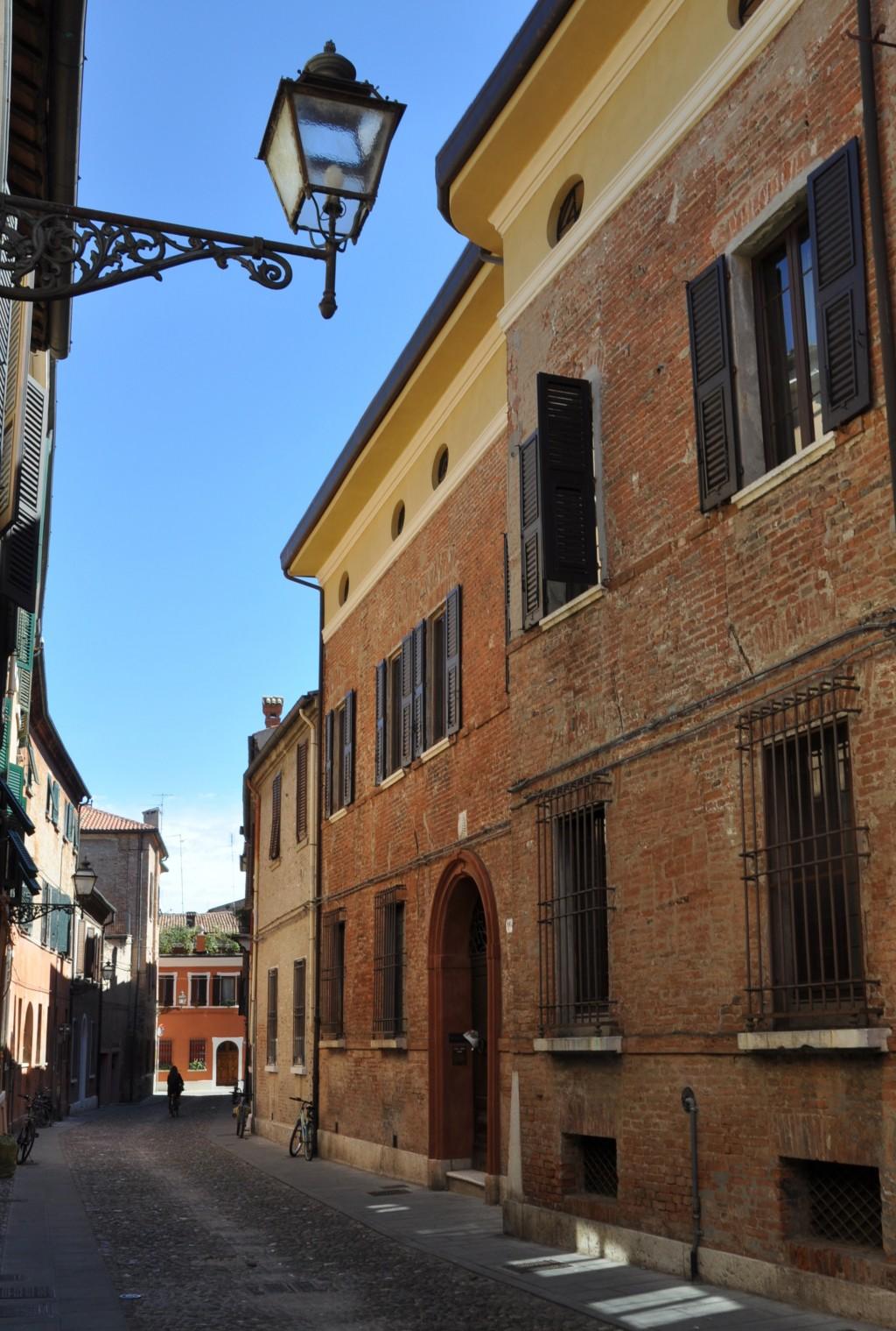 Excellent portale a tutto sesto e finestre tonde verso - Finestra ovale e finestra rotonda ...