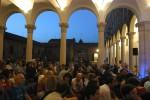 A Palazzo Ludovico il Moro si prepara ad assistere alla perfomace di Terry Riley