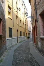 Fine di via Vittoria verso via Ragno, luogo dove si trovava un portone del ghetto. Fotografia di Edoardo Moretti, 2015. © MuseoFerrara
