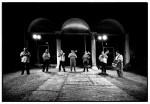 Nel chiostro di Palazzo Renata di Francia si esibisce la Kokani Orchestra#25. Fotografia di Marco Caselli Nirmal ©