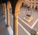 Castello Estense, cortile con pozzo. © Archivio Fotografico della Provincia di Ferrara