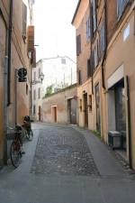 Fine di via Vignatagliata verso via San Romano, luogo dove si trovava un portone del ghetto. Fotografia di Edoardo Moretti, 2015. © MuseoFerrara