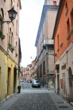 Fine di via Vignatagliata verso via Contrari, dove si trovava un portone del ghetto. Fotografia di Edoardo Moretti, 2015. © MuseoFerrara