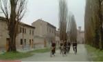 In bici dietro la Certosa
