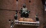 Statua del Duca Borso d'Este posta sulla colonna d'accesso alla Piazza Municipale© Federico Meneghetti