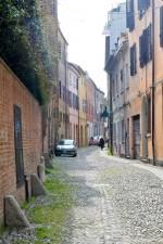 L'inizio di via Centoversuri, verso via Boccacanale di Santo Stefano. Fotografia di Edoardo Moretti, 2015. © MuseoFerrara