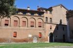 Edifici nel cortile del sagrato della Basilica di San Francesco