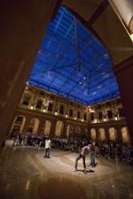 """Con la performance coreografica creata in collaborazione con ANTICORPI/progetto Intercity, si presenta alla città la rassegna """"Danza Contemporanea 2009"""". Fotografia di Marco Caselli Nirmal ©"""