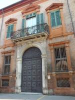 Via Carlo Mayr 167, ingresso del palazzo. Fotografia Paola Boccalatte, 2015