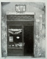 Vetrina del negozio di Benvenuta Ascoli in via Mazzini. Fotografia tratta da